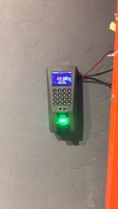 Digiplus.vn triển khai lắp đặt Máy chấm công kiểm soát cửa Ronald Jack F18 tại AK Fitness Yoga 1