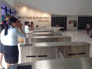 hệ thống kiểm soát ra vào bằng Cổng xoay ba càng Tripod Turnstile tại bảo tàng Quảng Ninh